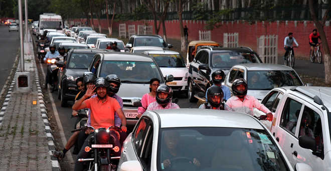 Punjab ministers' swearing-in causes traffic snarl-ups on Vigyan Path