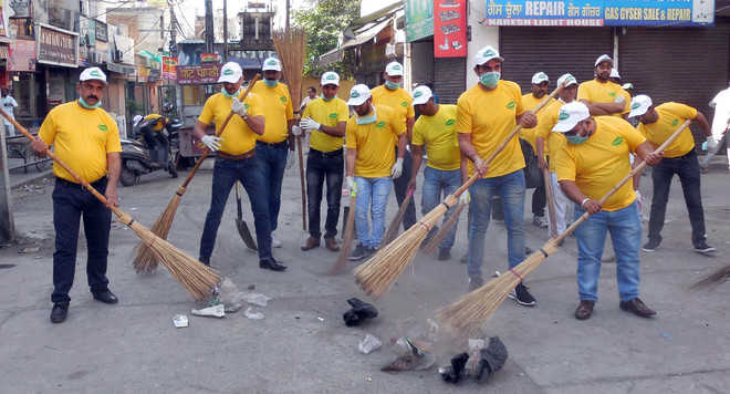 Market committee carries out cleanliness drive