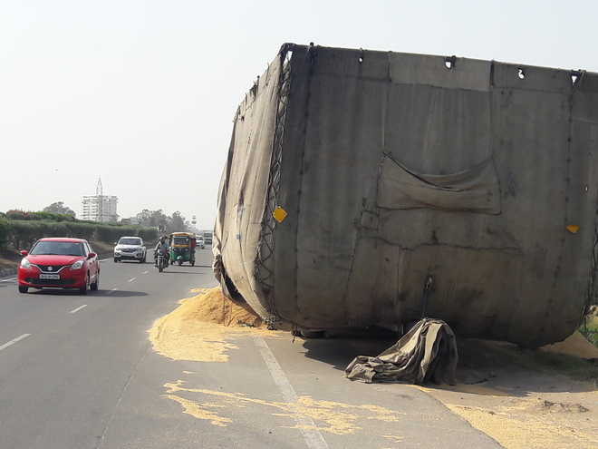 Overloaded tractor-trailers pose a threat to commuters