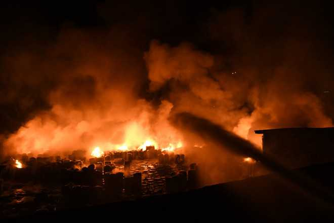 Chemical plant goes up in flames, 3 hurt