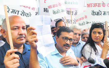 War on CCTV project continues: CM, colleagues march to Raj Niwas