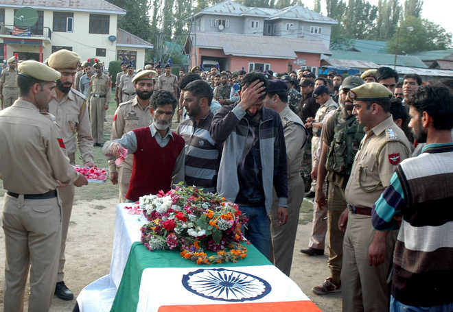 Cop killed, another injured in militant attack in Anantnag