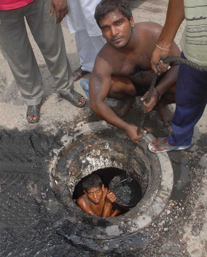 Hunt on for manual scavengers for rehabilitation