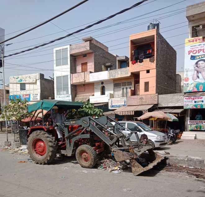 In Panipat, garbage lifted under police protection