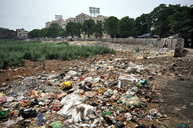 Green Land School stinks as trash piles up nearby