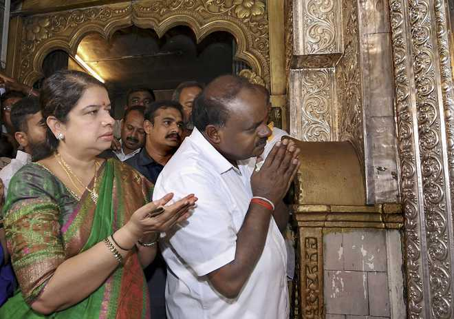 Luck favors H.D. Kumaraswamy, again been crowned king by Congress