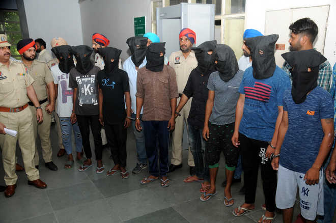 2 gangs of vehicle lifters busted, 9 held