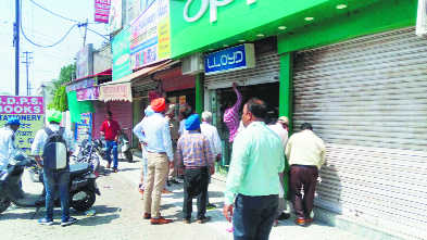 10 shops sealed for not paying property tax