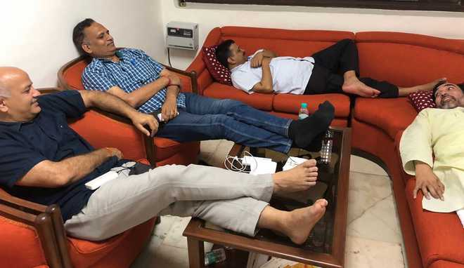 Day 3 of Kejriwal's sit-in at L-G's office: Sisodia launches hunger strike