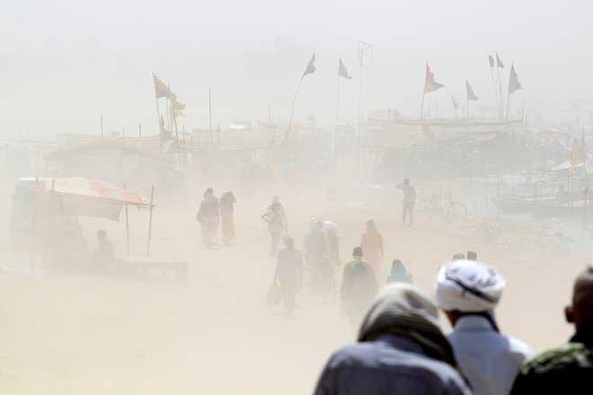 7 killed, 21 injured in dust storm in UP