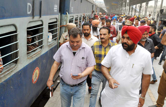 Surprise checks reveal maintenance negligence on trains at city rly station
