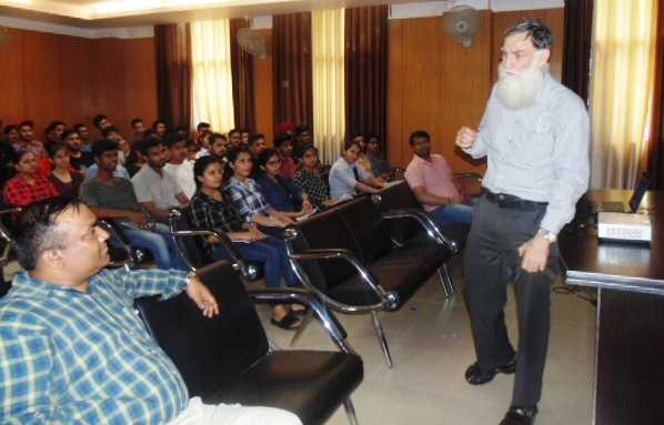 Aussie prof guides students in innovation, product design