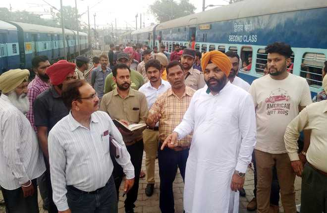 After three days, Aujla again inspects railway station