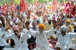 MGNREGA workers stage protest for wage hike