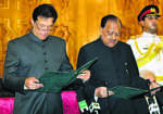 Imran takes charge, Oppn gives it a miss