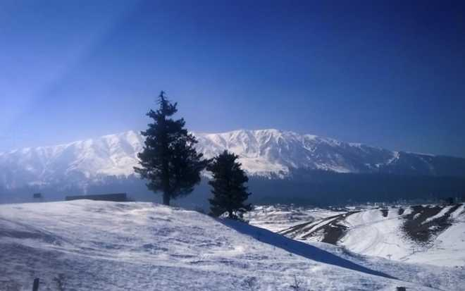 Climate change takes toll on winter tourism in Kashmir