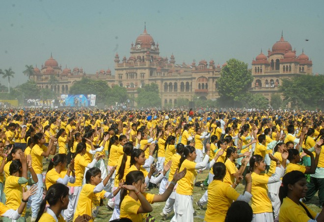 Message against drugs: 9,000 students dance their way into record books