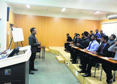 Expert discusses industrial trends, specialisation with IIM students