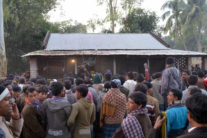 Suicide bomber blows himself up at Bangladesh mosque, 10 injured