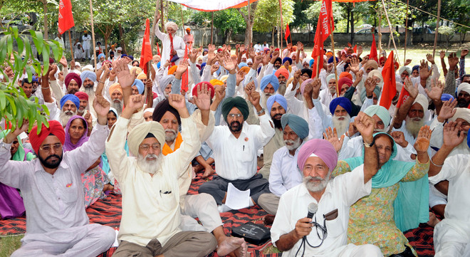 Farmers protest poor water supply