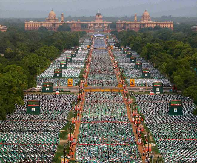 35,985 participants make Yoga Day event a Guinness record