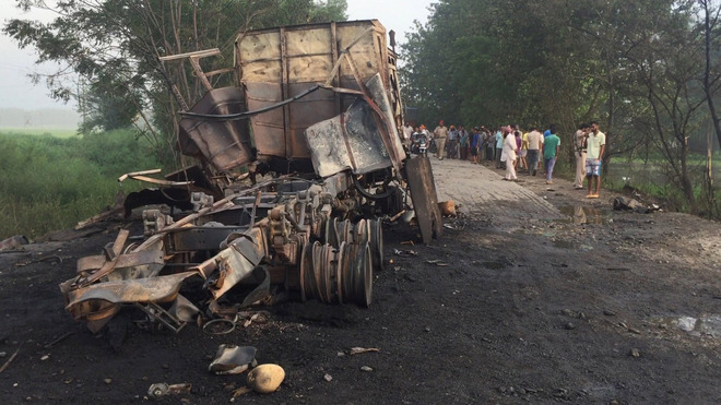 Panic after truck carrying gas cylinders explodes