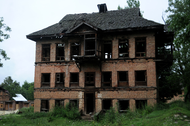 Pandits who stayed on in Kashmir valley giving up