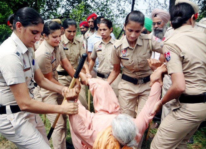 Farmers clash with police over panchayat land, 12 injured