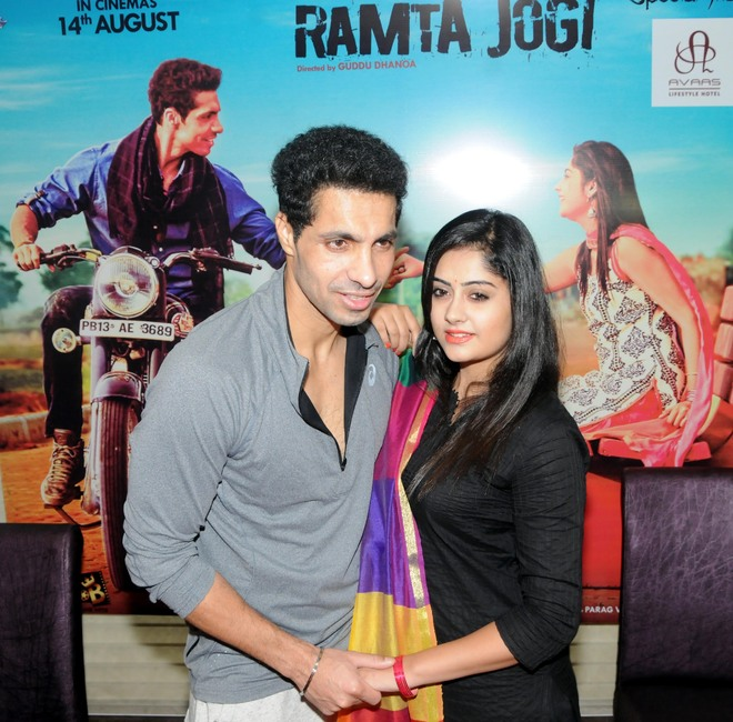 Deep Sidhu, Ronica Singh to debut in Pollywood with 'Ramta Jogi'