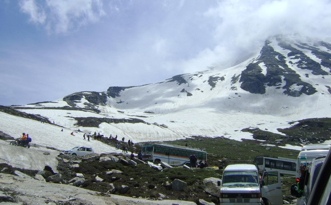 Stakeholders threaten stir against NGT ban on Rohtang