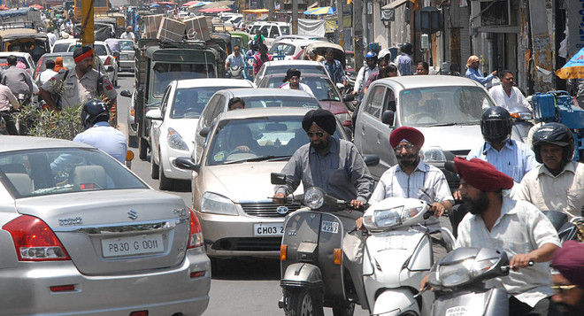 With no public transport, over 10 lakh pvt vehicles on city roads