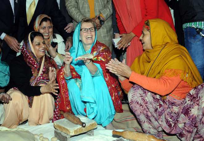 Ontario Premier Kathleen Wynne visits Golden Temple