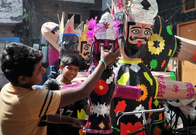 Generations of a family enthralled by effigy-making; make 200-foot Ravana