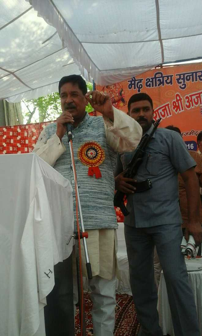 BJP MP Saini roughed up, thrown ink at