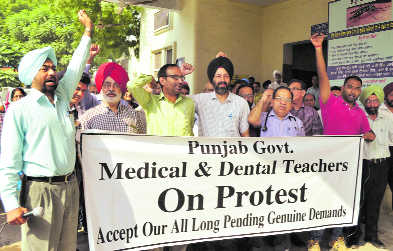 Government medical, dental teachers up in arms