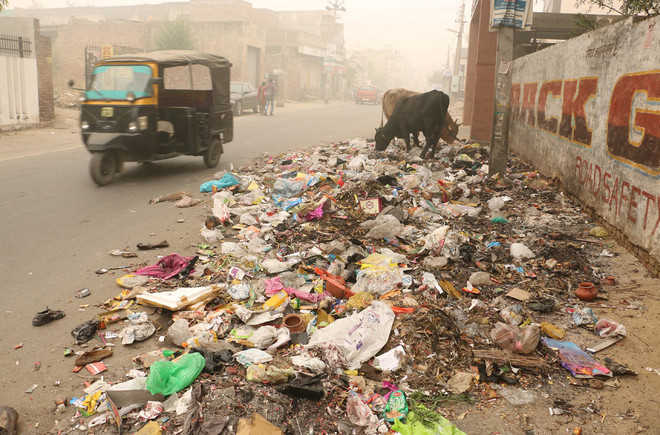 Diwali over, litter lies strewn as safai workers act pricey