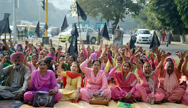 ASHA workers demand higher pay scale