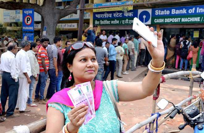Banks to raise exchange limit to Rs 4,500, withdrawal at ATM to be Rs 2,500