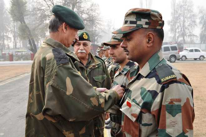 Northern Command chief visits Chinar Corps