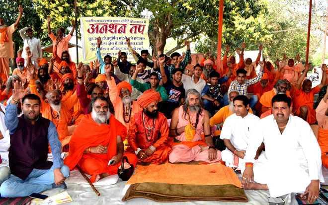 Saints demand adequate water flow at Ganga ghats