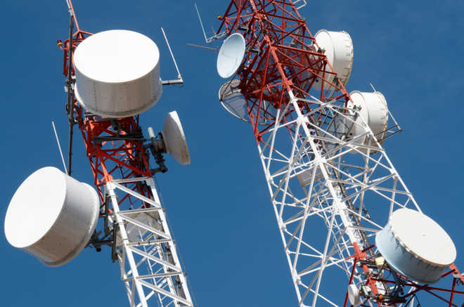 SC to assess health hazards of cell phone towers