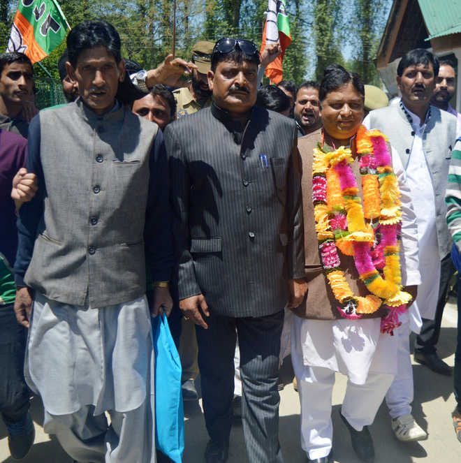 Anantnag or 'Islamabad'? saffron party not sure