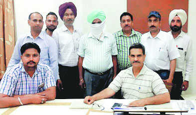Jail warder caught taking Rs 10K in bribe