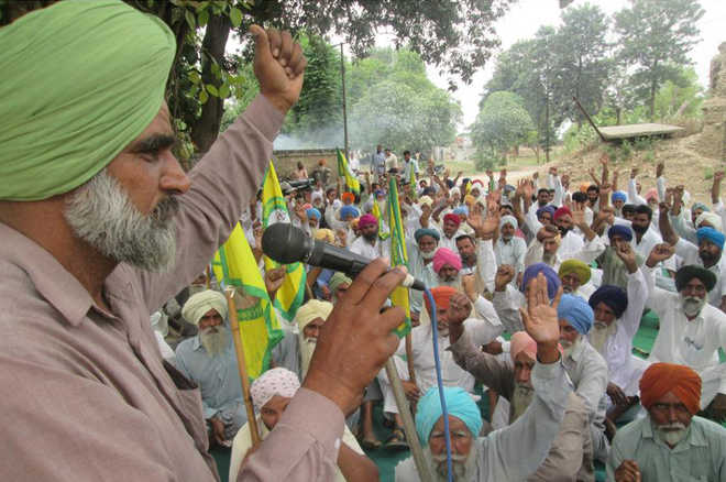 Farmers hold protest against Irrigation Dept