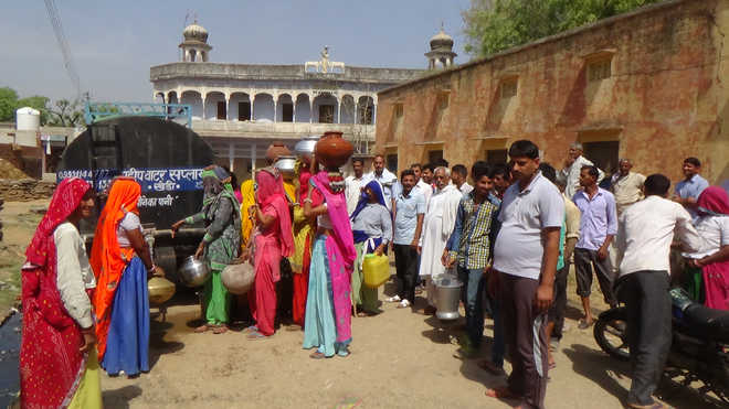 Tubewells go dry, M'garh villagers forced to buy water from Rajasthan