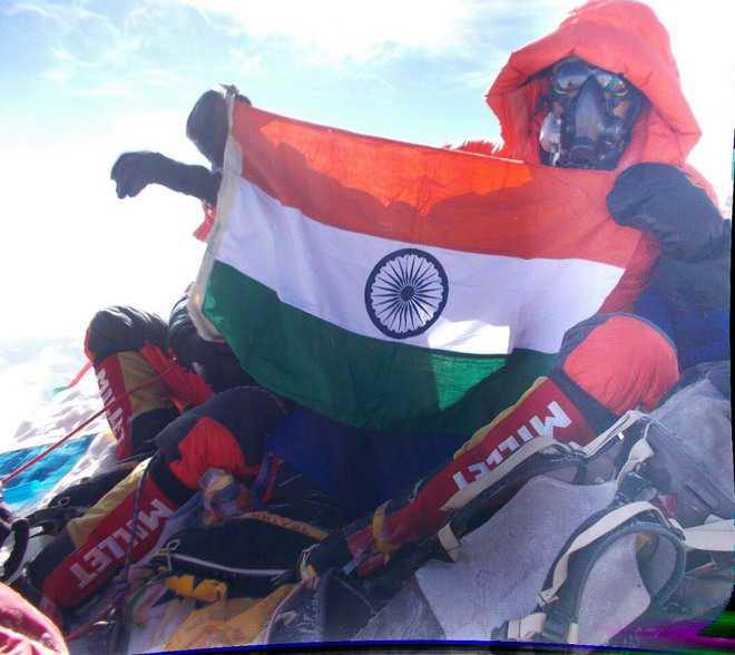 IPS officer scales Mount Everest