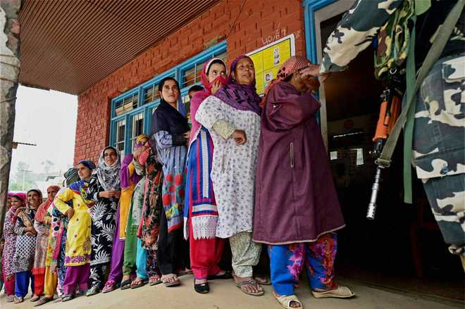 With nearly 34% turnout, polling in Anantnag ends peacefully