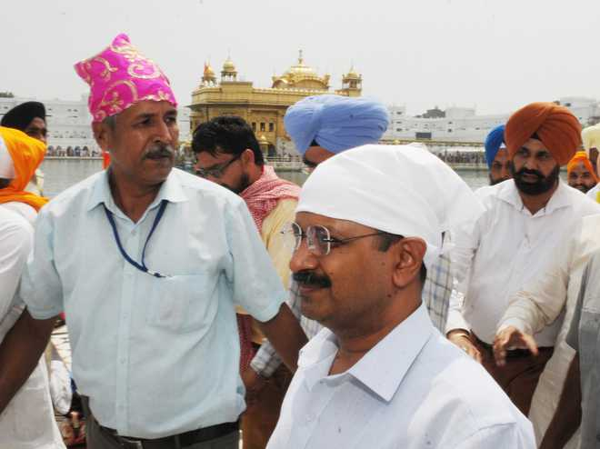Kejriwal heckled at Golden Temple, says AAP will win 100 seats in Punjab