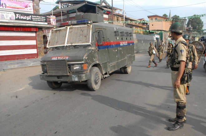Curfew continues for 5th day across Valley; toll reaches 36