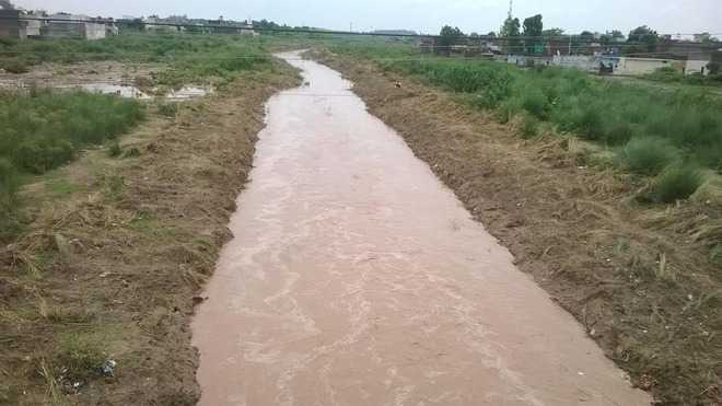 Panic as water flows into Tangri river, nearby houses face threat